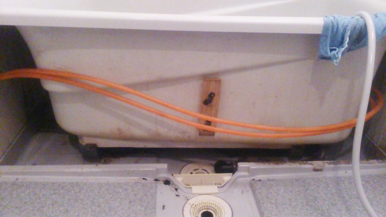浴槽エプロンカバーをはずしたところ