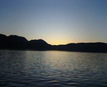 芦ノ湖の夜明けの写真です。AM05:00