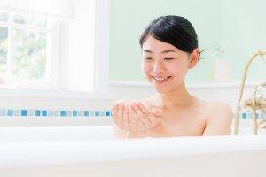 入浴女性のイメージ写真